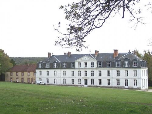 800px-Saint-Forget_Château_de_Mauvières.JPG